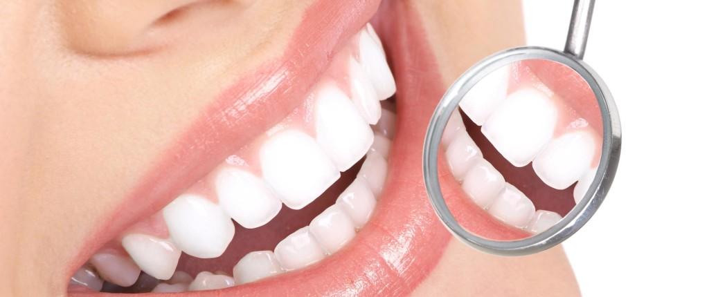 come-pulire-la-protesi-dentaria_ee8f3f82ab8e93f0828ba017a46f294b[1]
